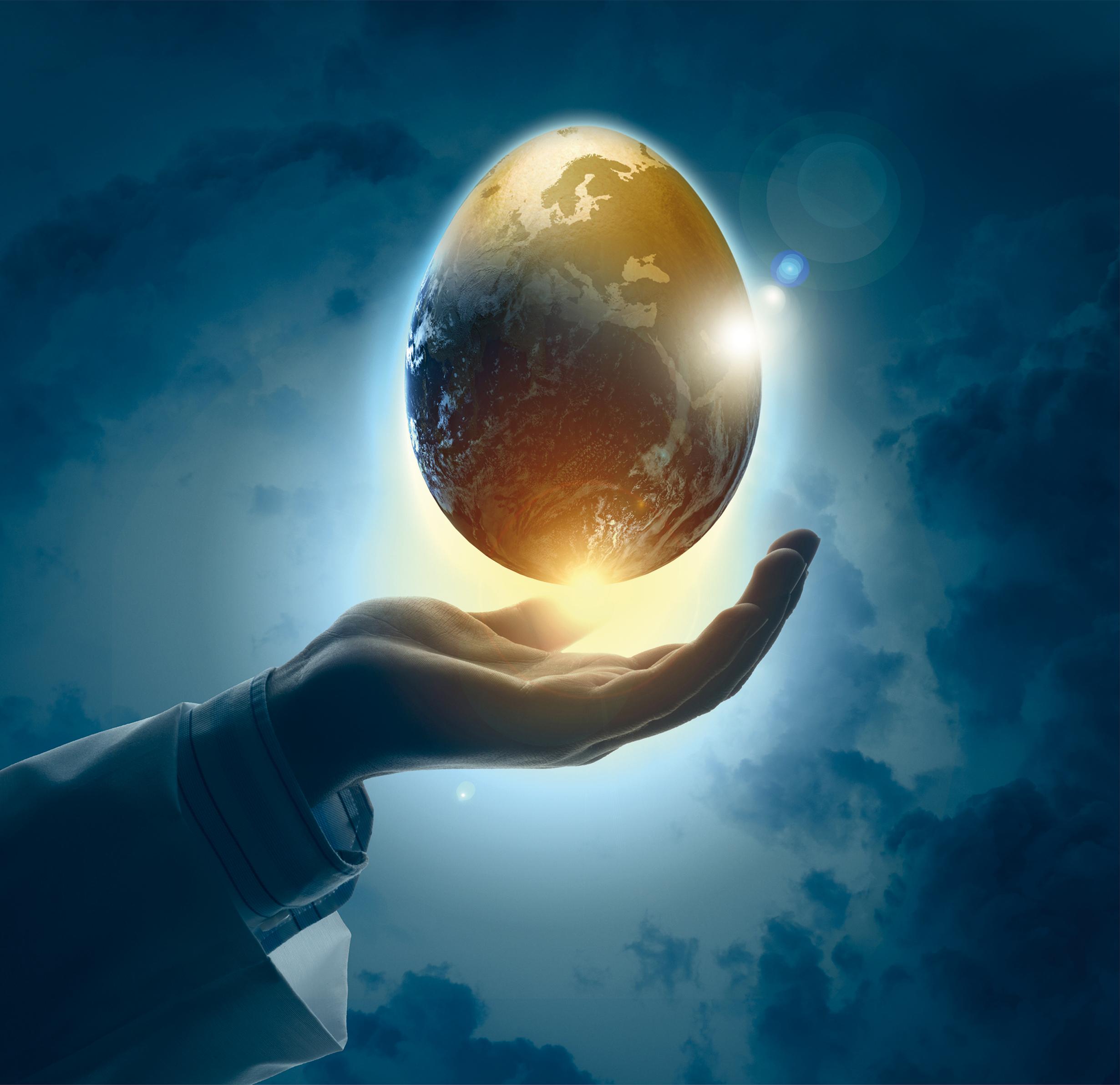 Goldenes Ei in Hand_Kalender